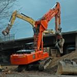 Arbeitsbeginn am Samstag: Gegen 16 Uhr wurden zuerst die Geländer abgerissen.