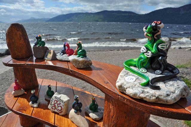 Solche Figuren bastelt Feltham am Loch Ness.