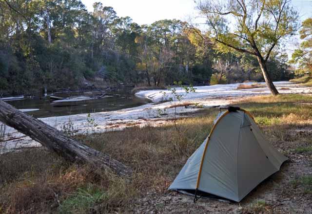 Tag 52 117 Nur an wenigen Stellen ist wild campen möglich - hier am Calcasieu River.