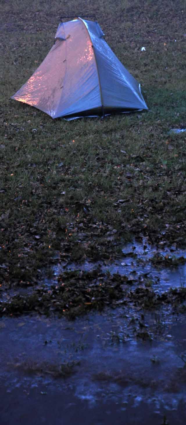 Tag 54 118 Es schüttete bei Simmesport wie aus Kübeln. Mein Zelt stand zwar etwas erhöht, aber das Wasserstand bald so hoch auf der Wiese, dass ich es im Regen einige Meter weiter neu aufstellen musste.