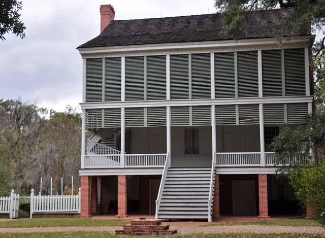 Tag 56 119 bis 126 Ein schönes Erlebnis ist der Besuch der Audubon State Historic Site, also der Oakley Baumwollplantage. Sie wurde ungefähr 1800 gegründet, die Besitzer waren zeitweise die reichsten Leute des Staates. Im Herrenhaus sind fast alle Räume mit originalen Möbeln ausgestattet.