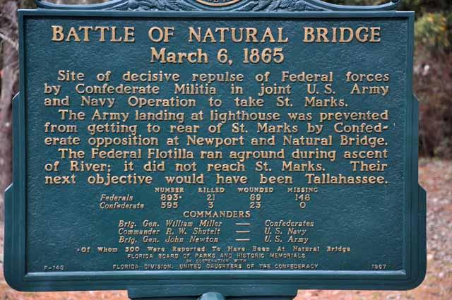 """Tag 69 149 und 150 Bei """"Natural Bridge"""" östlich von Woodville steht dieses Mahnmal an den Bürgerkrieg."""