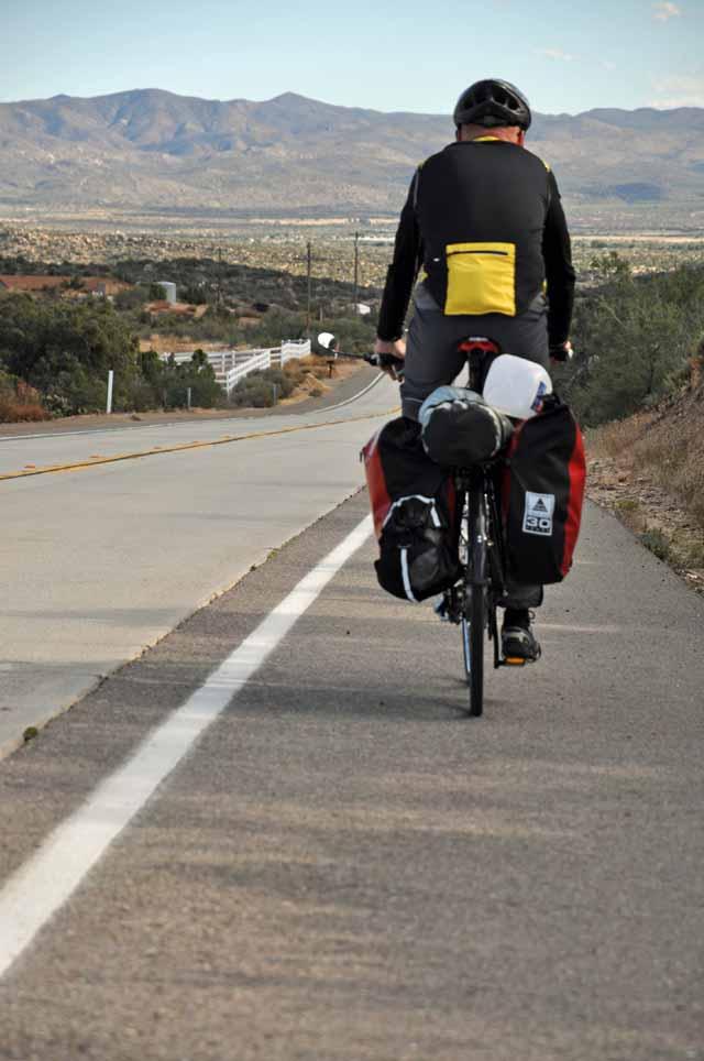 Tag 4 14 Die Highways haben fast alle gute Randstreifen, darauf hat man Abstand zu Autos und fährt damit sicher.