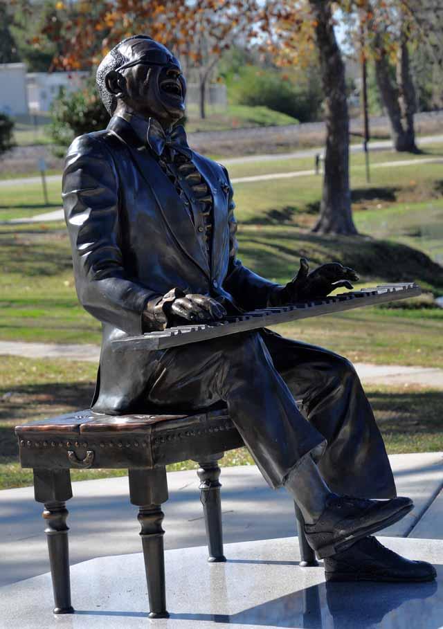 Tag 71 153 und 154 In Greenville steht ein Denkmal, das an den dort geborenen Ray Charles erinnert.