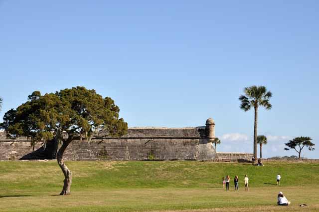 Tag 77 173 Am Meer ist eine alte Festung.