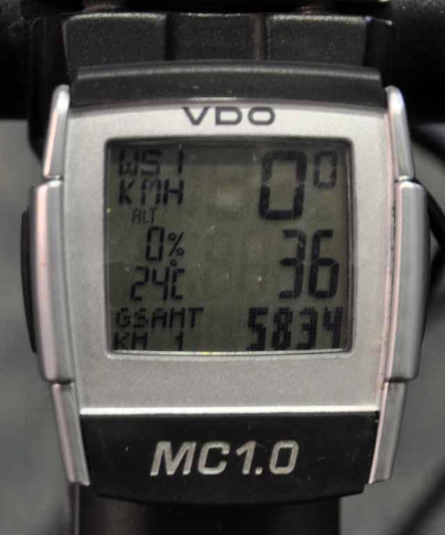 Tag 85 183 Ein letztes Bild am Flughafen: 5834 Kilometer zeigt der Tacho.