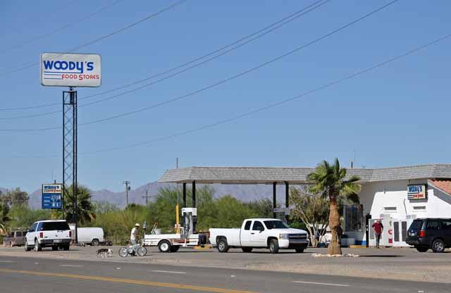 Tag 9 38 Typische Tankstelle in der dünn besiedelten Gegend.