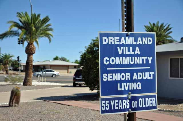 Tag 12 42 In den USA gibt es Siedlungen speziell für Senioren, die Bewohner wollen unter sich bleiben.