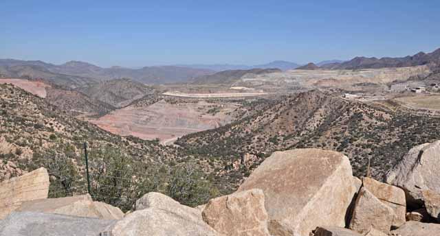 Tag 14 53 In der Gegend gibt es viele Minen im Tagebau.