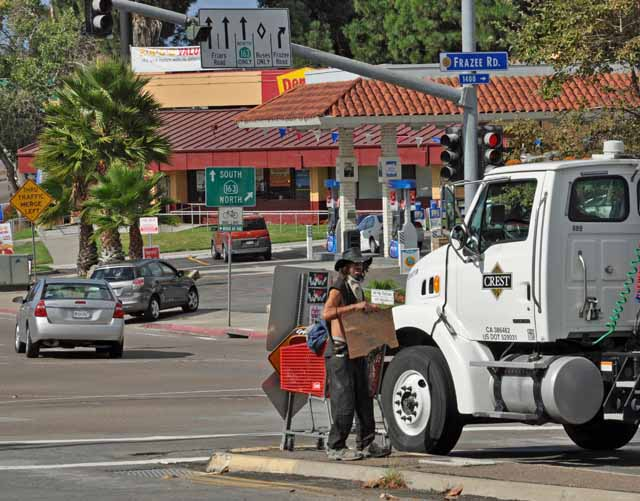 Tag 3 6 In San Diego gibt es viele Obdachlose, hier bettelt einer an einer Kreuzung.