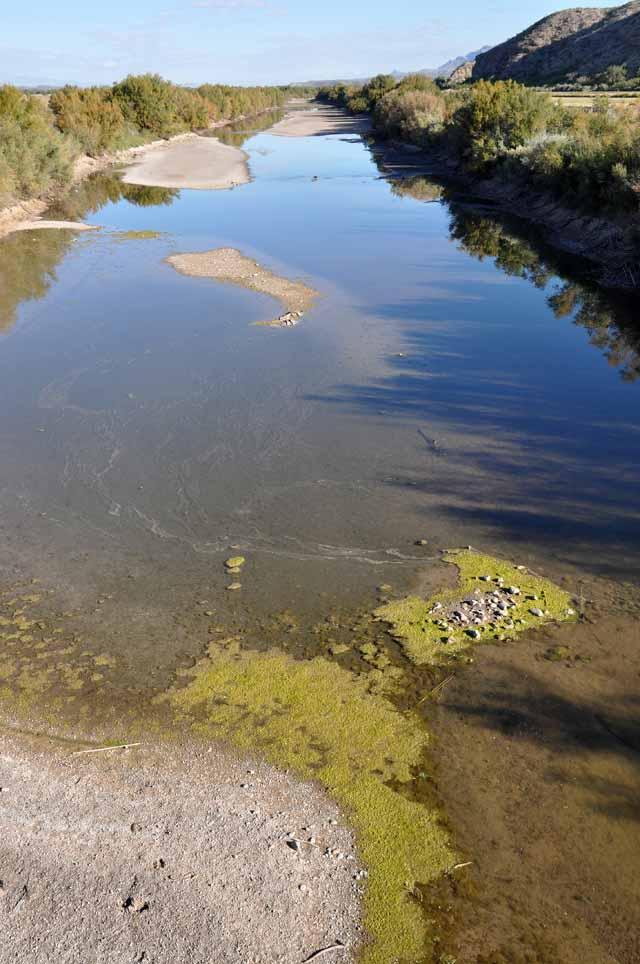 Tag 22 und 23 85 und 86 Der Rio Grande ist kurz vor El Paso nur noch eine Kloake, weil Lande sich übermäßig bedienen. An der Grenze zu Mexiko ist der Fluss eine Sandbank.