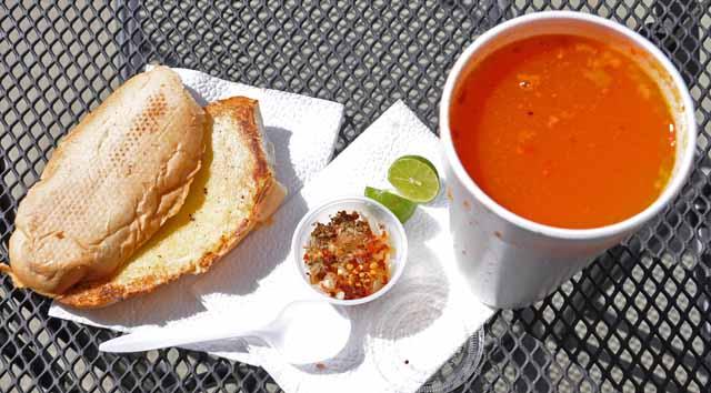 Tag 24 87 bis 89 Menudo ist der Name dieses mexikanischen Gerichts. Darin schwimmen undefinierbare Fleischbrocken. Ich habe es nicht essen können.