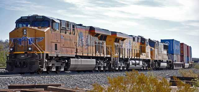 Tag 26 91 In den USA wird viel mit riesigen Güterzügen transportiert, die oft kilometerlang sind.